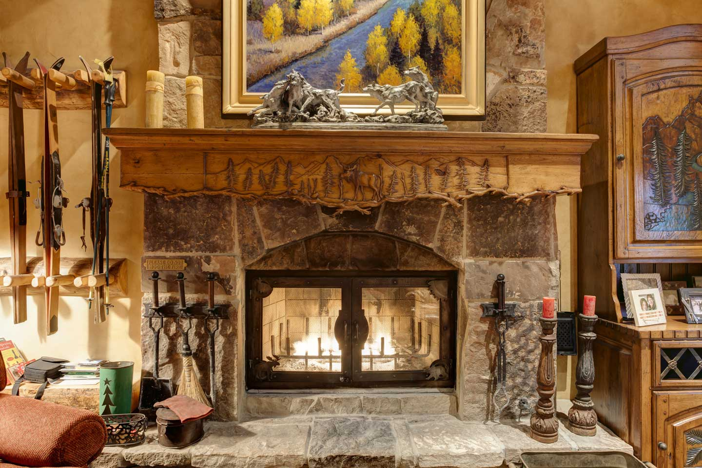 aspen-hollow-15-living-room-mantle