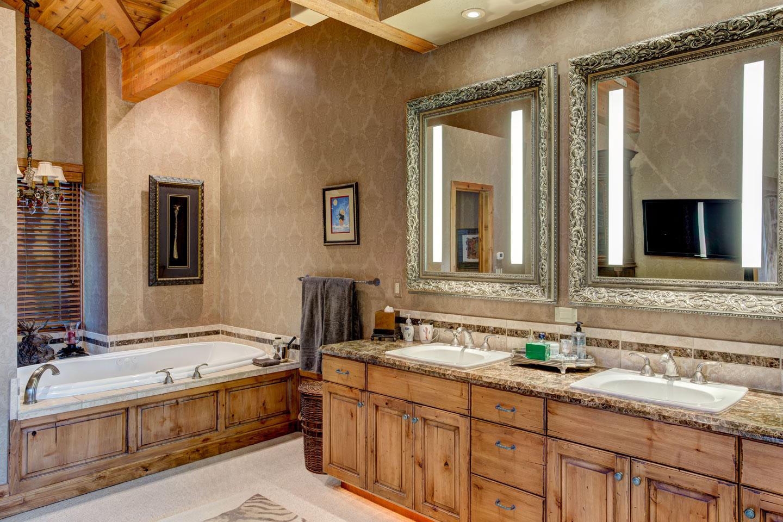 sudberry-master-bathroom